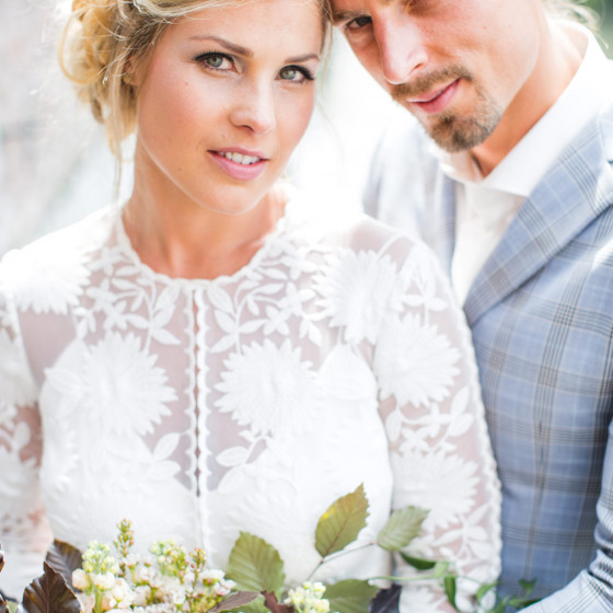 TailormadeSuits_trouwpak_Styled-bridal-shoot-bij-Kasteel-Erenstein-door-Nienke-van-Denderen-Fotografie-40