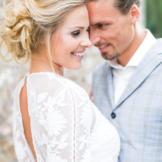 TailormadeSuits_trouwpak_Styled-bridal-shoot-bij-Kasteel-Erenstein-door-Nienke-van-Denderen-Fotografie-69