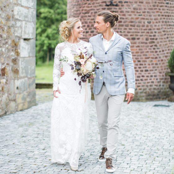 TailormadeSuits_trouwpak_Styled-bridal-shoot-bij-Kasteel-Erenstein-door-Nienke-van-Denderen-Fotografie-72